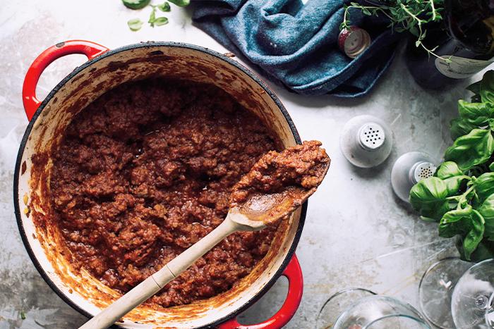 Salsa de carne picada de bistec de ternera con vino tinto